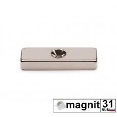 Магнит пластина с зенковкой 40xd10x4 мм. сила 6 кг.